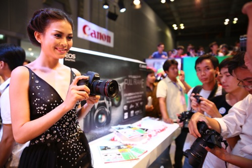 Gian hàng trưng bày sản phẩm Canon