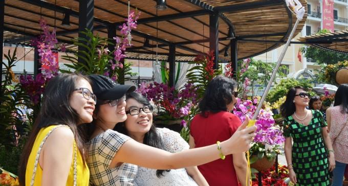TÁM MÙNG HAI TẾT CÁI CON KHỈ: Selfie, phép thần thông thứ 73 của Tôn Ngộ Không