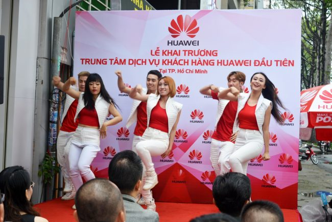 161105-huawei-services-centers-30_resize