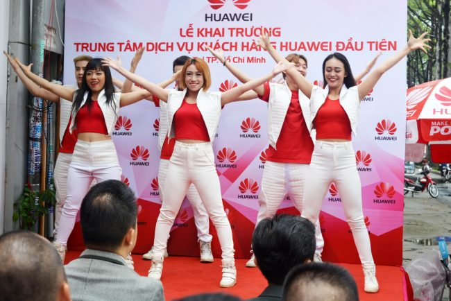161105-huawei-services-centers-31_resize