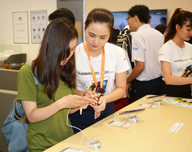 161105-huawei-services-centers-60_resize