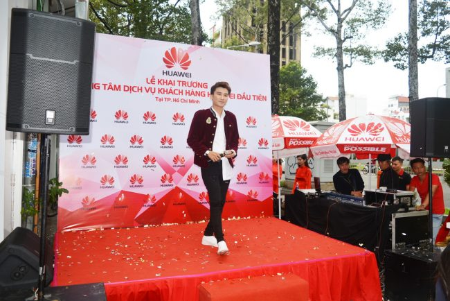161105-huawei-services-centers-62_resize