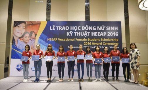 Intel Việt Nam trao thêm 109 suất học bổng kỹ thuật cho sinh viên nữ