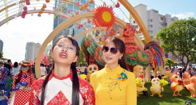 PHÓNG SỰ ẢNH: Đường Hoa Nguyễn Huệ Saigon Tết Đinh Dậu 2017