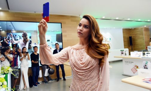 VIDEO: Nữ ca sĩ Hồ Ngọc Hà và smartphone Oppo R11 FC Barcelona