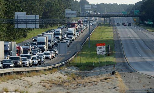"""Bão Irma mạnh trở lại cấp 5 khi vào Florida và """"cuộc tháo chạy vĩ đại"""""""