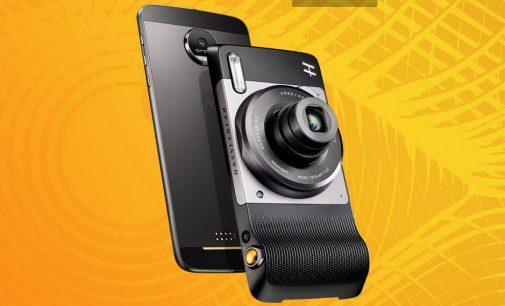 Smartphone Moto Z2 Play cặp kè với các phụ kiện Moto Mods