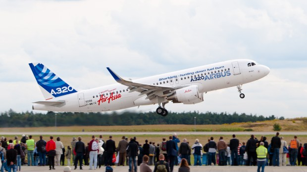 Airbus_A320_sharklet_ILA_2012_02
