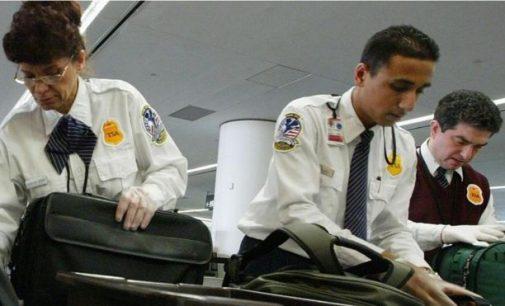 Điện thoại di động trên máy bay nguy hiểm thế nào?