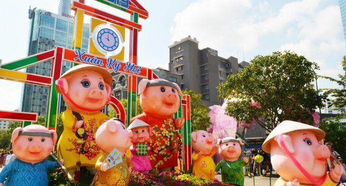 Lang thang Đường Hoa Nguyễn Huệ trưa Mùng Ba Tết Kỷ Hợi 2019