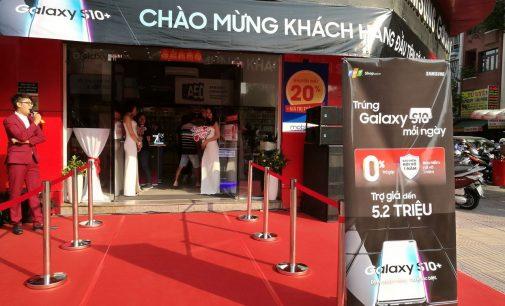 Hệ thống FPT Shop mở bán dòng smartphone Samsung Galaxy S10
