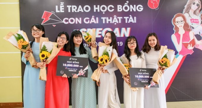 TikTok Việt Nam trao tặng 30 học bổng cho sinh viên nữ ở Đà Nẵng