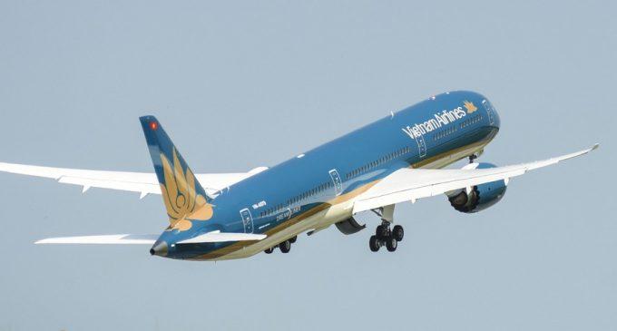 Chiếc Boeing 787-10 Dreamliner đầu tiên của Vietnam Airlines đã bay về Việt Nam