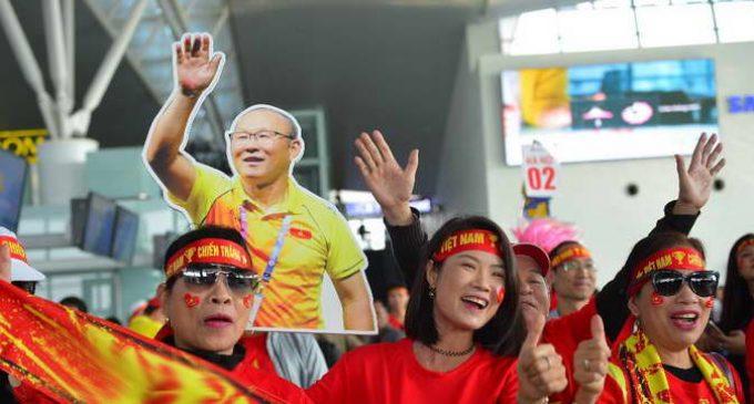 CĐV Việt Nam có thể dùng data roaming miễn phí của VinaPhone tại Philippines trong ngày chung kết bóng đá nam SEA Games 30
