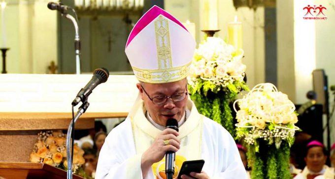 Vị Tổng giám mục 70 tuổi và smartphone
