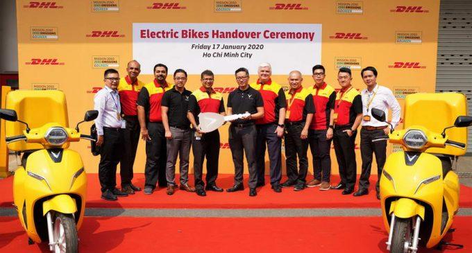 """DHL Express đưa xe máy điện vào danh mục giao nhận """"xanh"""" tại Việt Nam"""