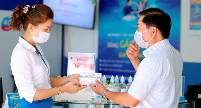 VNPT phát khẩu trang miễn phí cho khách đến điểm giao dịch để phòng dịch virus nCoV