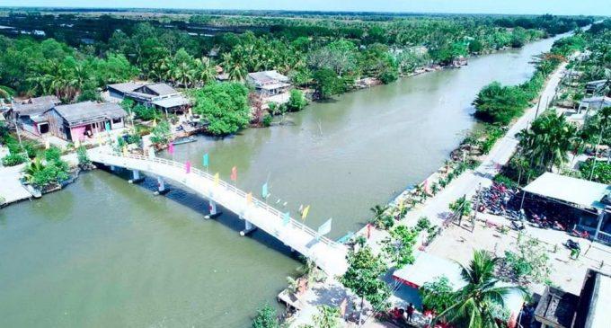 Gia đình OPPO Việt Nam xây cầu tặng nông dân Bạc Liêu