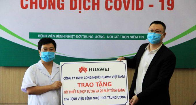 Huawei Việt Nam trao tặng bộ thiết bị Hội nghị truyền hình và 20 máy tính bảng cho Bệnh viện Bệnh Nhiệt đới Trung ương