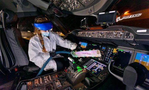 Boeing cấp phép cho Healthe sản xuất đèn cực tím khử trùng COVID-19 trên máy bay