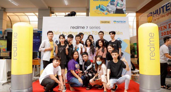 Realme Việt Nam tham gia ngày hội tân sinh 2 Đại học HUTECH và Văn Lang