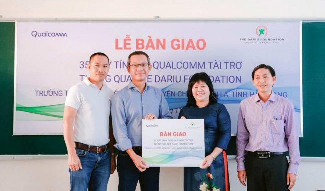 Lễ bàn giao 35 máy vi tính Qualcomm từ Quỹ Dariu