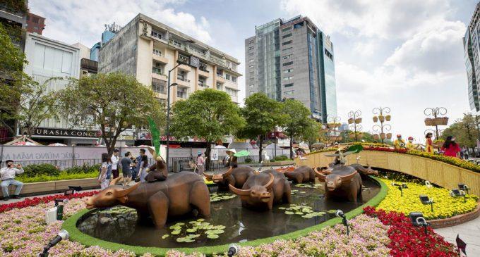 Đường Hoa Nguyễn Huệ Tết COVID 2021 qua ống kính nhiếp ảnh gia Nhựt Hùng