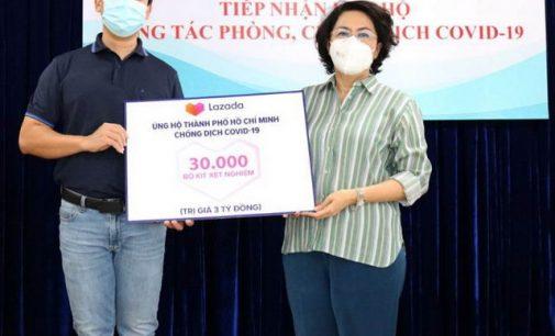 Lazada trao tặng cho TP.HCM 30.000 kit test nhanh COVID-19