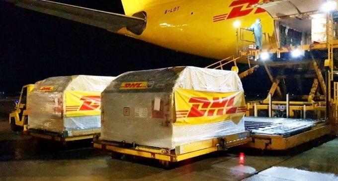 DHL Express tiếp tục hỗ trợ vận chuyển hơn 1 triệu liều vaccine ngừa COVID-19 của Mỹ về Việt Nam